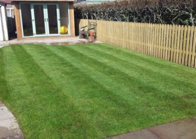 Turf-Patio-Cottage-Style-Fencing-Barton-Stone-2-700x394